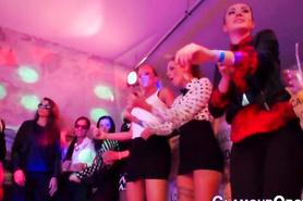 Вечеринка с откровенными и раскованными девушками